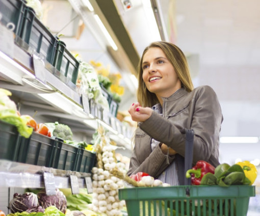 woman-in-grocery-store